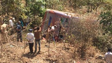 Jharkhand Accident: Bus Carrying Migrant Workers Turns Turtle in Ranchi's Sikidiri Ghati