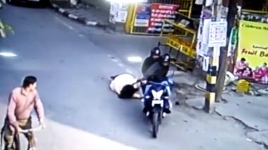 Delhi Shocker: Woman Dragged by Robbers as She Attempts to Save Purse in Janakpuri on International Women's Day; Watch Video