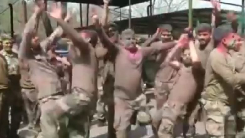 Holi 2019: Indian Army Soldiers Celebrate 'Festival of Colors' in Poonch, Watch Video