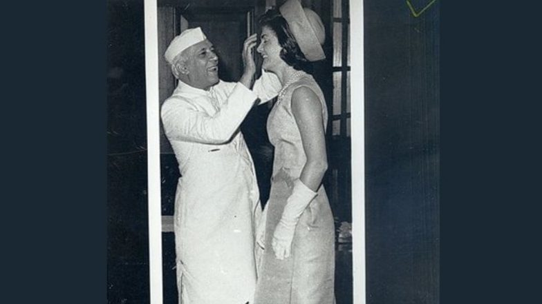 Holi 2019: US Consulate Mumbai Celebrates Holi by Sharing Image of Jawaharlal Nehru Applying Colour on America's First Lady Jacqueline Kennedy, Watch Pics