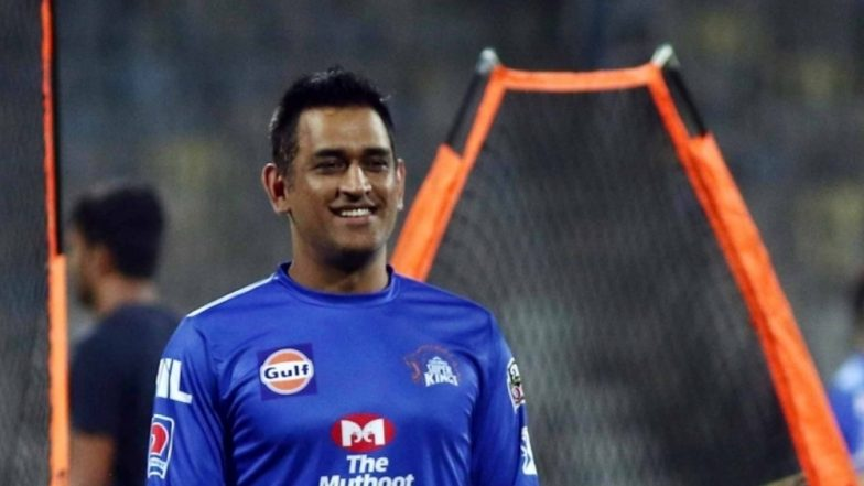 Crowd Chants Dhoni, Dhoni As Chennai Super Kings Team Arrives in Jaipur Ahead of RR vs CSK IPL 2019 Match, Watch Video