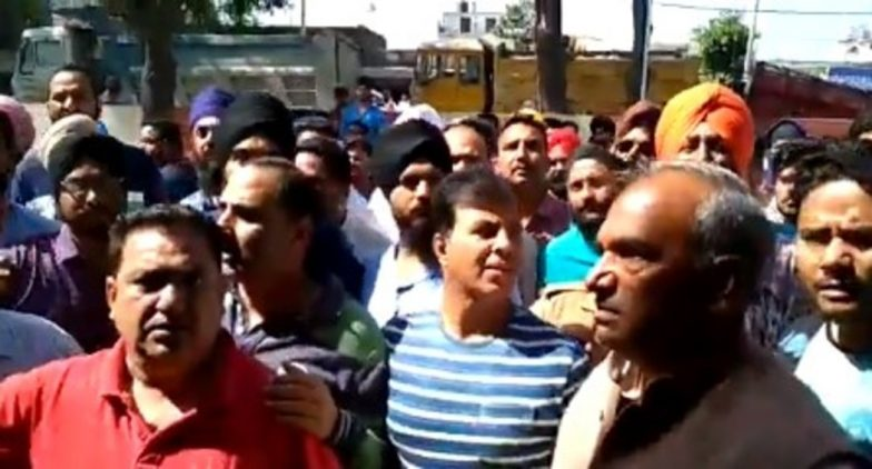 Arvind Pandey, Uttarakhand Education Minister, Create Ruckus With Supporters at Police Station, Case Registered; Watch Video