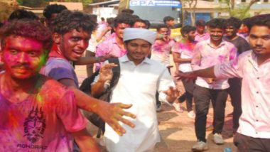 Picture of Kerala Students Make Way for Muslim Friend so He Could Go to the Mosque on Holi Goes Viral, Twitter Flooded With Reactions (View Pic)