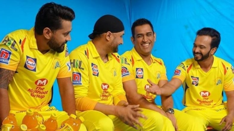 MS Dhoni, Kedar Jadhav, Harbhajan Singh and Murali Vijay Groove to Chennai Super Kings' Anthem Ahead of IPL 2019 (Watch Video)