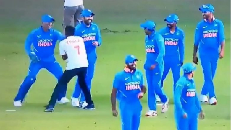 MS Dhoni Chased by a Pitch Invader During India vs Australia 2019; Aakash Chopra Questions Security (Watch Video)