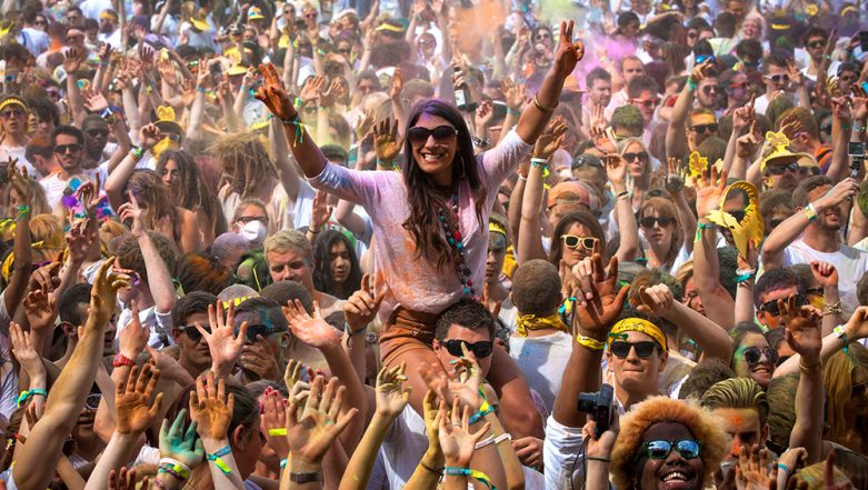 Holi 2019: How to Throw a Perfect Holi Party; 7 Quick Tips to Keep in Mind
