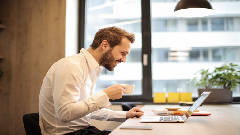 How to Avoid Neck Pain at Work: Easy Tips to Prevent Sprains and Aches