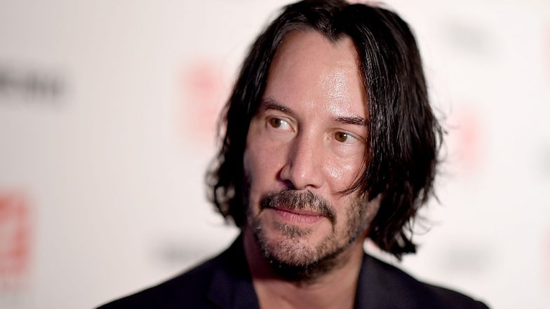 Keanu Reeves Comforting and Advising Fellow Passengers After Their Plane Makes Emergency Landing in California Goes Viral (Watch Video)