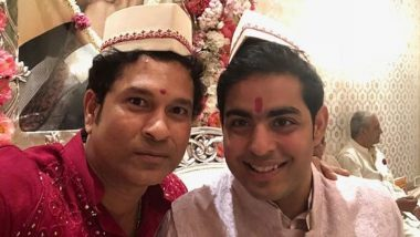 Sachin Tendulkar and Akash Ambani Pose For a Cute Selfie; Cricketer Wishes Him & Shloka Mehta a Happy Married Life (See Pic)