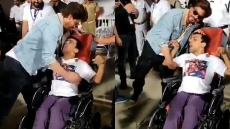 Video of Shah Rukh Khan Hugging a Wheelchair-Bound Fan after KKR's Victory Will Make Your Heart Melt – Watch