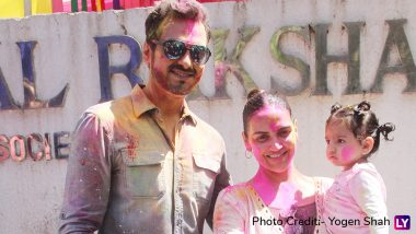Esha Deol Holi Party 2019: Rannvijay Singha, Ayan Mukerji Smeared in 'Gulaal' Join the Celebrations, View Pics!