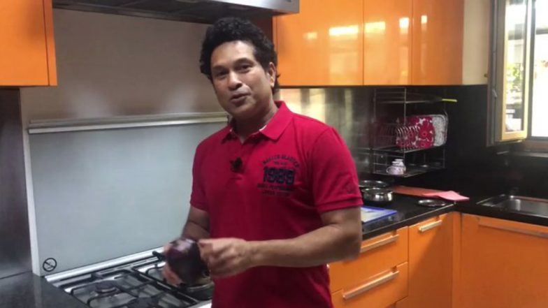 Women's Day 2019: From Master Blaster to Master Chef, Sachin Tendulkar Turns Cook for His Mother and Wife Anjali; Watch Video