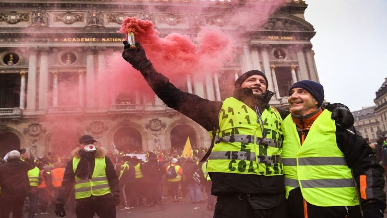 Yellow Vest Protesters Loot & Vandalise Fouquet's Brasserie, Handbag Store Longchamp Among Several Luxury Outlets at Champs-Elysees Avenue