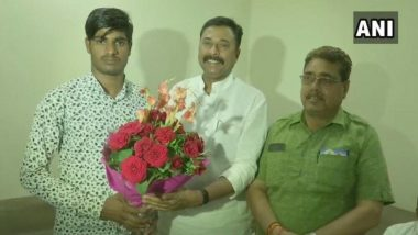 BJP Felicitates Youth Who Rebutted Digvijay Singh's '15 Lakh' Jibe With 'Surgical Strikes' Counter in Public