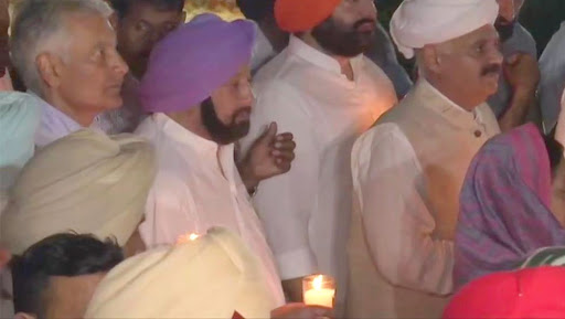 Jallianwala Bagh Massacre Centenary: Punjab CM Captain Amarinder Singh, Governor VP Singh Badnore Participate in Candle Light March