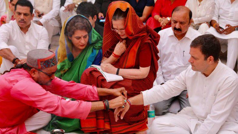 Sonia Gandhi Performs Hawan With Rahul and Priyanka Gandhi Ahead of Filing Nomination From Raebareli Constituency in UP; See Pics