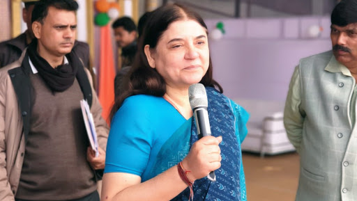 EC Issues Show Cause Notice to Maneka Gandhi for Controversial Statement on 'Muslims' Ahead of Phase 2 Lok Sabha Elections 2019