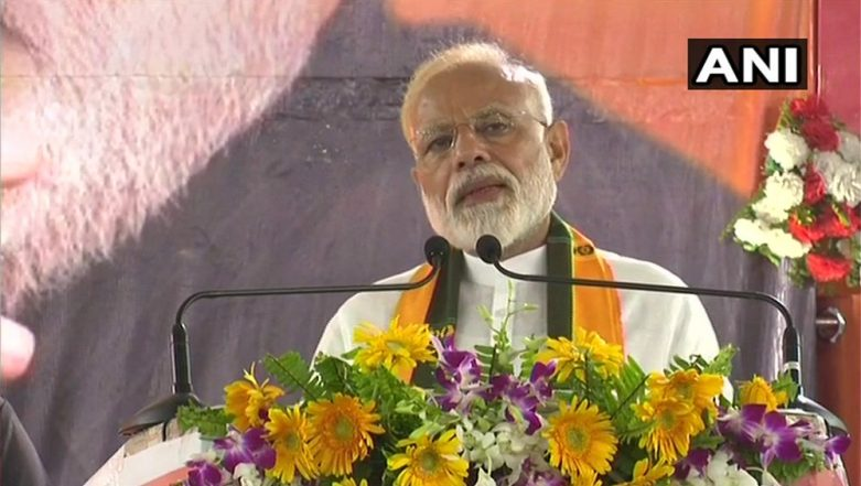 PM Modi Reiterates 'India First', Bashes Pakistan in Reach Out to Voters in Varanasi