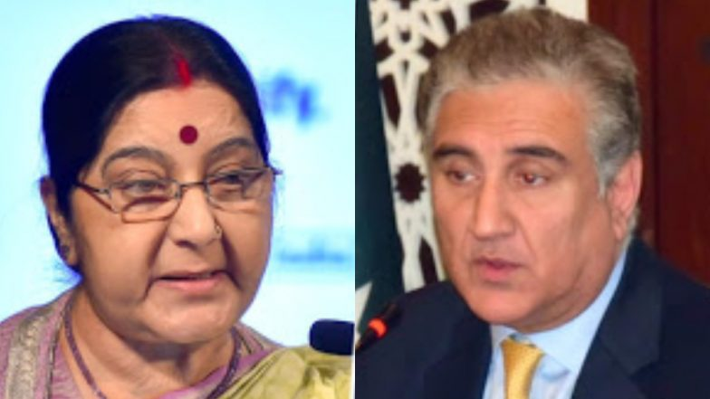 Pakistan Foreign Minister Shah Mehmood Qureshi and Sushma Swaraj Exchange Pleasantries on Sidelines of SCO Meeting