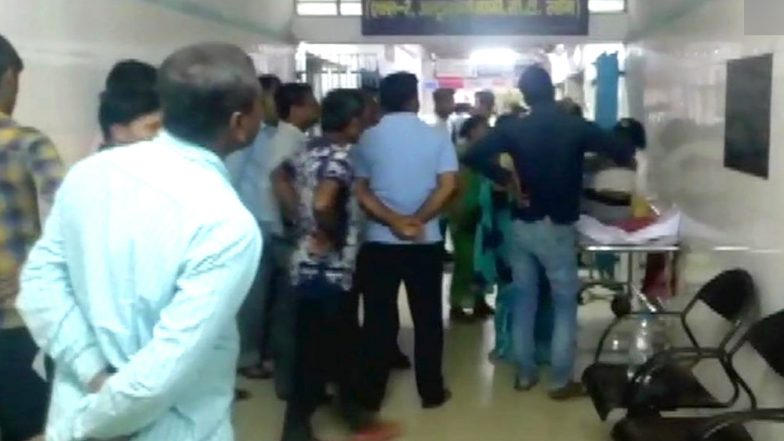 Bihar Shocker: Molesters Try to Assault Minor Keeping Mother at Gunpoint, Throw Acid When Girl Resists