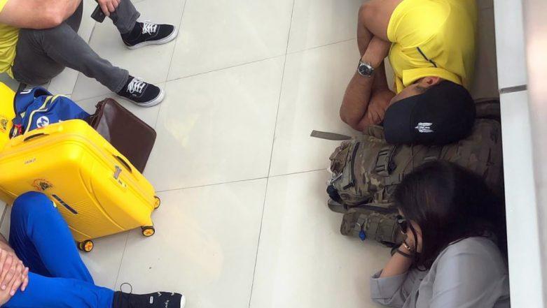 MS Dhoni, Sakshi Take Nap on Chennai Airport Floor Before Boarding Flight to Jaipur for RR vs CSK IPL 2019 Match