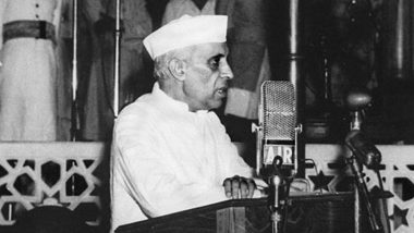 Jawaharlal Nehru 56th Death Anniversary: Rare Photos of India's First Prime Minister That You Would Not Want to Miss