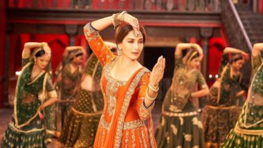 'Tabaah Ho Gaye': Twitterati Are Falling Head Over Heels for Madhuri Dixit's Impressive Dance Performance in Kalank