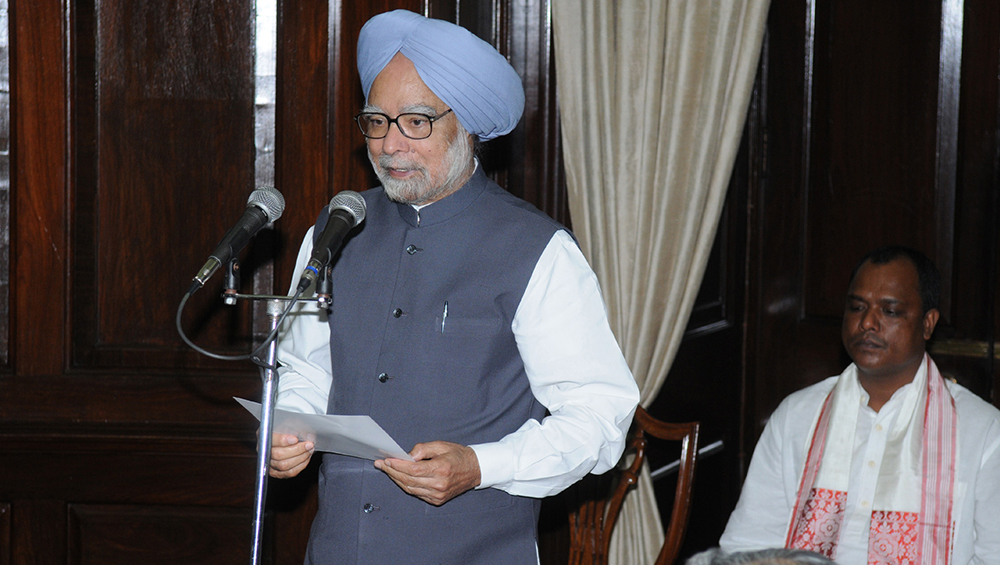 Manmohan Singh takes oath as PM (Photo Credits: Wikimedia Commons)