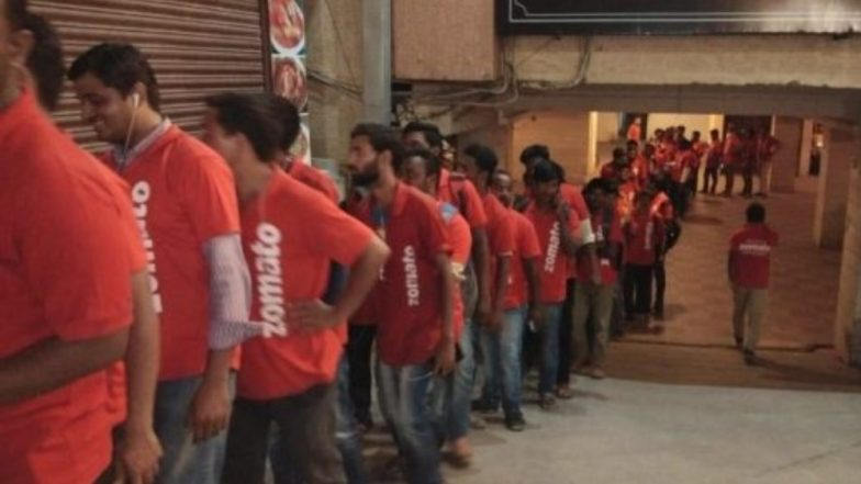 Best Biryani in Hyderabad is Served Here! Viral Picture of Zomato's Delivery Boys Waiting in Long Line Outside Bawarchi Restaurant is a Proof