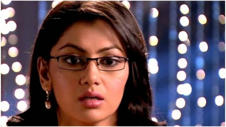 Kumkum Bhagya April 15, 2019, Written Update Full Episode: Pragya Finds out About Prachi's Robbery Episode and Stands by Her Daughter