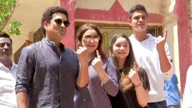 Lok Sabha Elections 2019: Sachin Tendulkar Casts Vote With His Family, Appeals Citizens to Vote (Watch Video)