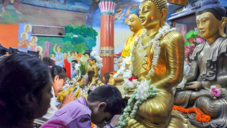 Buddha Purnima 2019 Wishes & Pics: Devotees Offer Prayers at Buddha Temples Across India, PM Narendra Modi, President Kovind Extend Greetings