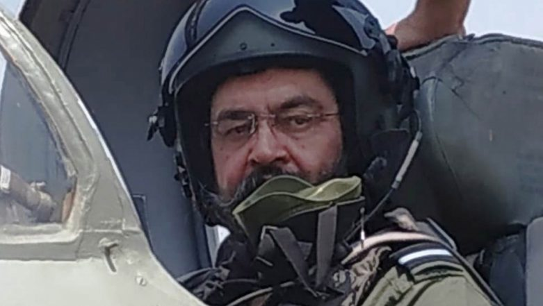 Indian Air Force Chief Birender Singh Dhanoa Flies MiG-21 on Visit to Sulur; Watch Video