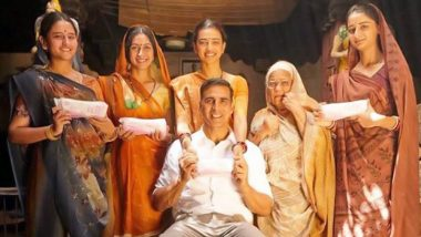 Akshay Kumar Posts a Throwback Picture from PadMan With Radhika Apte Holding a Sanitary Pad to Spread Awareness on Menstrual Hygiene Day