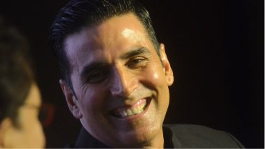 Akshay Kumar Pulls Of an Anushka Sharma As He Receives a Reporter's Phone Call At Mission Mangal Promotional Event