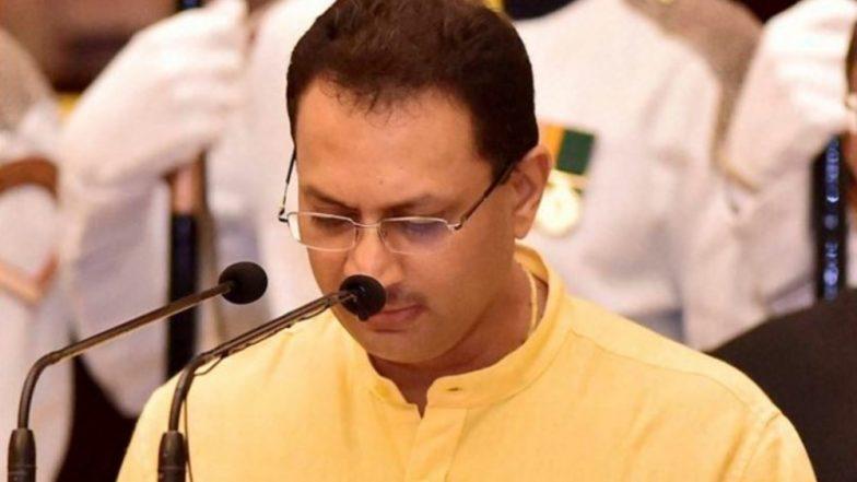 Nathuram Godse 'Patriot' Row: Anantkumar Hegde Defends Mahatma Gandhi's Assassin on Twitter, Later Claims 'Account Hacked'