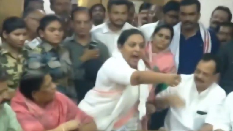 Congress MLA Yashomati Thakur Abuses and Warns Public Official in Meeting on Water Crisis in Amravati; Watch Video