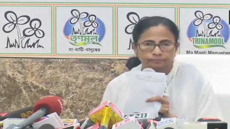 Mamata Banerjee Hits Out at EC For Curtailing Poll Campaigning in West Bengal, Calls Decision 'Unprecedented' & 'Politically Biased'