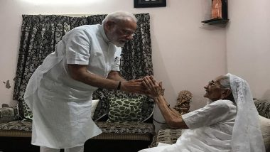 PM Narendra Modi Takes Blessing From His Mother Heeraben After BJP's Thumping Victory in Lok Sabha Elections 2019