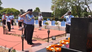 IAF's Kargil War Martyrs Honoured by Air Chief Marshal BS Dhanoa And Lt Gen YK Joshi By Flying 'Missing Man Formation' in Sarsawa; Watch Video