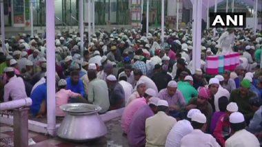 Ramzan 2019: Hindus, Muslims Unite at Gujarat Dargah to Break Fast; Devotees Say 'Iftar Is for All'