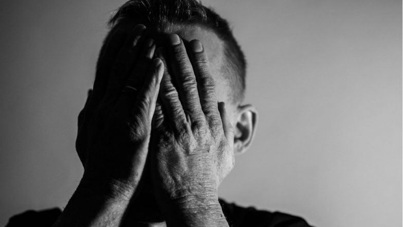 Living Alone Ups Risk of Mental Disorders