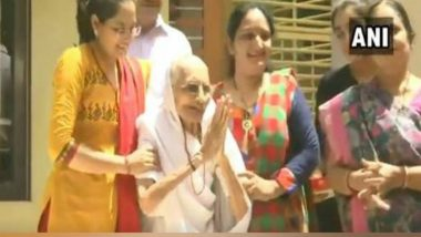 Lok Sabha Elections Results 2019: PM Narendra Modi's Mother Heeraben Greets Media Outside Residence