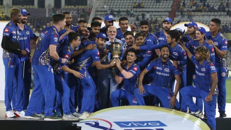Team Mumbai Indians Greet Fans in an Open Bus After Lifting IPL 2019 Trophy (Watch Videos & Pics)