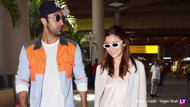 Ranbir Kapoor and Alia Bhatt Get Caught Smiling and Chatting at the Airport, What's Cooking? (View Pics)