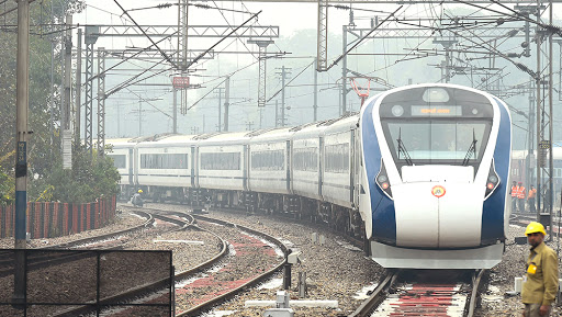 Vande Bharat Beats Rajdhani, Gatiman and Shatabdi Express; Becomes First Train to Ply With 100 KMPH Average Speed Between Delhi-Allahabad