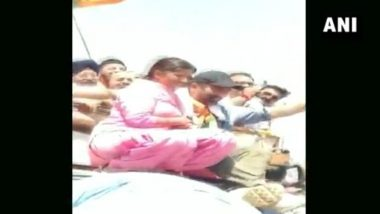 Sunny Deol, BJP Candidate From Gurdaspur, Kissed by Woman on Cheek During Roadshow in Batala, Watch Video