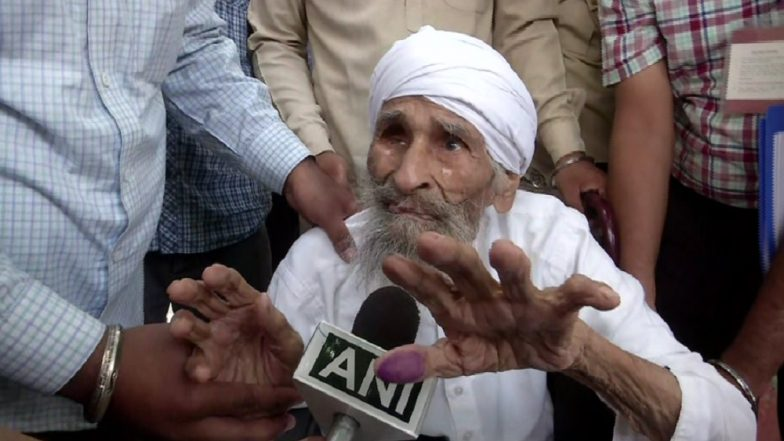 Lok Sabha Elections 2019 Phase 6 Polling: 111-Year-Old Bachan Singh, Oldest Voter of Delhi, Casts His Vote in Sant Garh