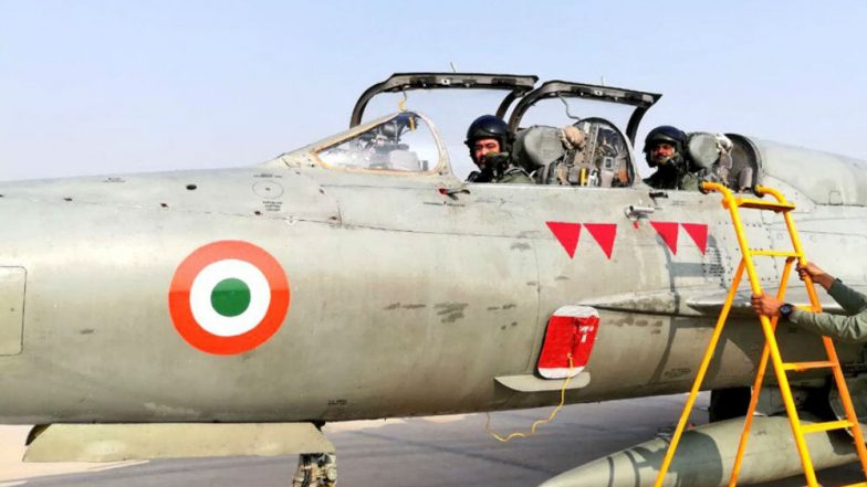 IAF Chief BS Dhanoa Flies MiG-21, Leads 'Missing Man Formation' to Pay Tribute to Kargil Martyr Ajay Ahuja; Watch Video