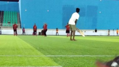 Thalapathy 63: Picture of Atlee and Yogi Babu Playing Cricket on the Sets Goes Viral (View Pic)